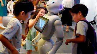 видео Говорящий робот Pepper принят в японскую среднюю школу