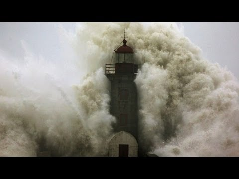 Giant wave takes weather watchers by surprise in Portugal