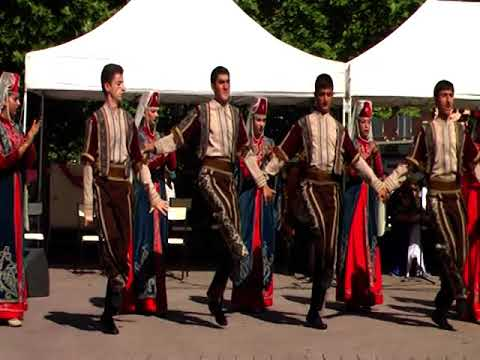 Танцуют Армяне во Франции!!! Часть1. 19 августа 2009.