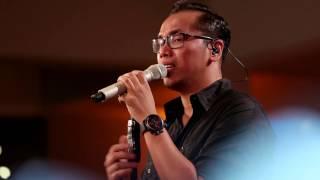 Sammy Simorangkir - Kaulah Segalanya (Ruth Sahanaya Cover) (Live at Music Everywhere) **