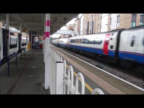 Trains at Elstree and Borehamwood station