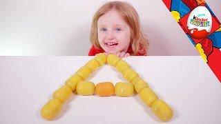 [JOUET] 15 surprises Kinder Surprise avec Athena ! - Studio Bubble Tea unboxing Kinder Surprise Video