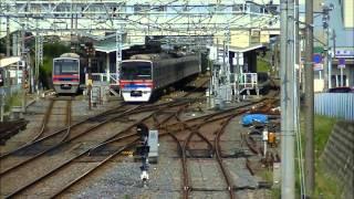 平日朝の京成本線東中山駅