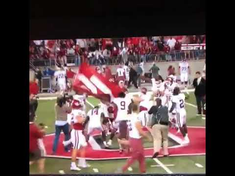 Baker Mayfield plants OU flag at midfield in Columbus
