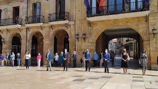 Minuto de silencio contra la violencia de género en Oviedo