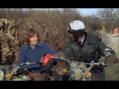 Les Charlots - Le grand Bazar : Poursuite en moto