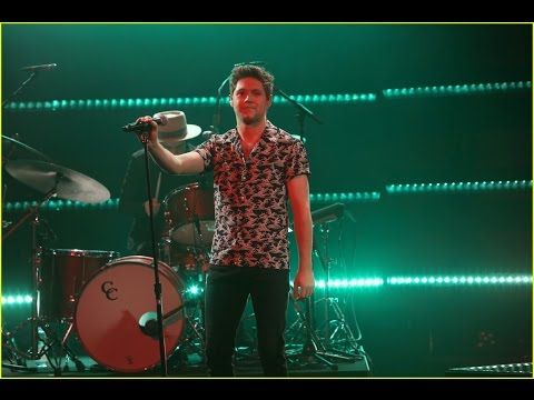 Niall Horan Performs 'Slow Hands'