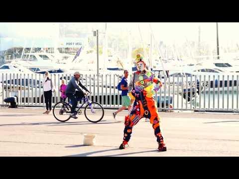 Street Performer Karcocha in Barcelona Spain! So FUNNY!!!!