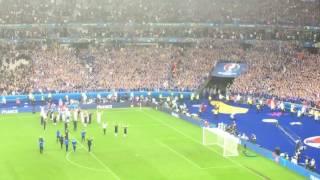 Piękne ostatnie pożegnanie kibiców i piłkarzy Islandii z Francją!