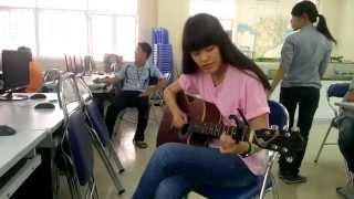 """Cô gái """"Đô Thị"""" với cây đàn guitar đã giết chết trái tim tui =]]"""