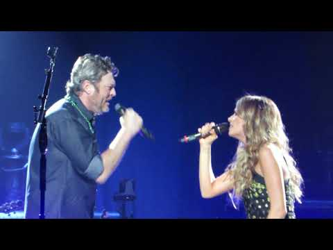 """Blake Shelton """"Lonely Tonight"""" (feat. Carly Pearce) Live @ Wells Fargo Center"""