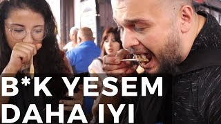 Turkish people try famous Indian street food in India - Agra night market