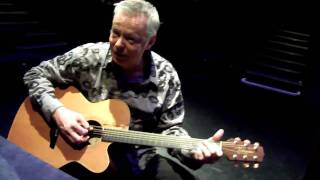 Tommy Emmanuel plays Struttin