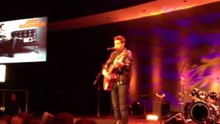 Andy Grammer Sings Sunday Morning
