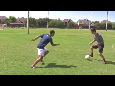 Hướng dẫn đá bóng –  Giật bóng bằng gầm qua người
