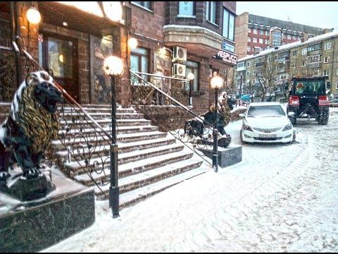 Уборка территории от снега на Володарского 157
