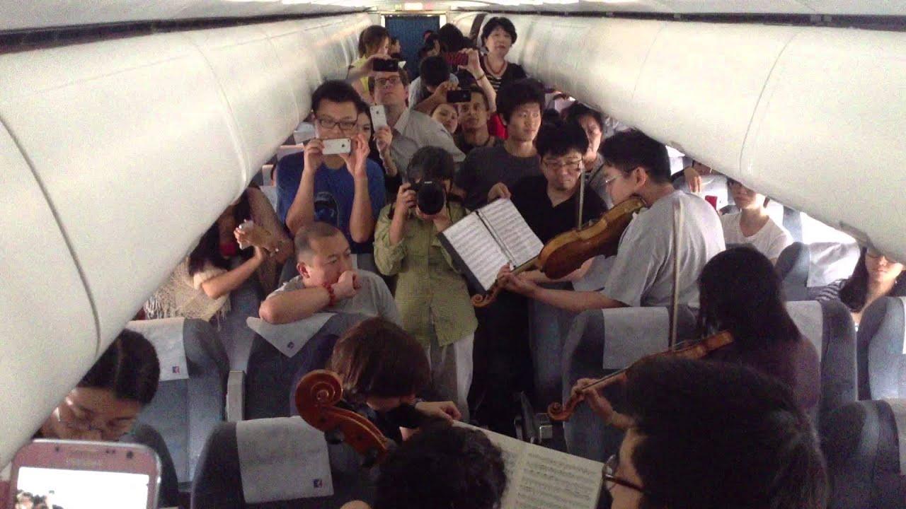 Philadelphia Orchestra musicians perform on flight waiting on Beijing tarmac.