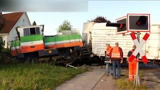 LKW prallt gegen Güterzug - Lok entgleist