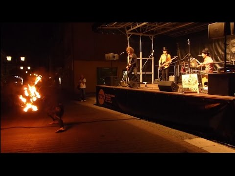 BuskerBus 2015: Chango Leon and Blaze FractaFire- music and fire show in Zielona Góra