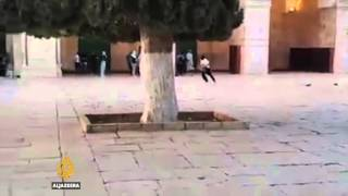 Raw Footage: Israeli forces storm Al-Aqsa Mosque