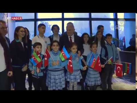 Azerbaycanlı öğrenciler, Mehmetçiğe yazdıkları mektupları Başbakan Yıldırım'a verdi