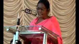 Mahila Congress worker recite a funny poem