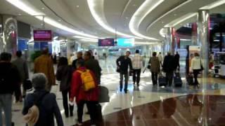 Il lusso nell'aeroporto di Dubai negli Emirati Arabi