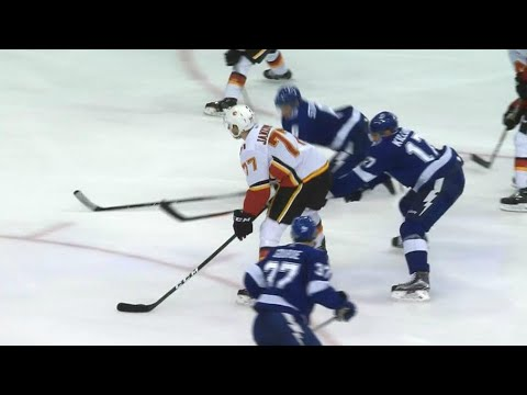 Jankowski toe drags around Lightning defence to score for Flames
