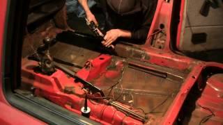 Гольф 2 зачищаем сварочные швы и наносим шовный герметик(Приветствую Вас на моем канале AWTOMASTER. На нем Вы можете увидеть много полезного видео как по ремонту автомоб..., 2014-10-22T20:10:52.000Z)