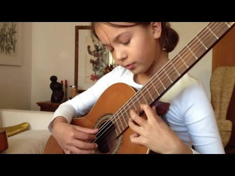 Catalina plays Danza del Altiplano - A guitar lesson with Walter Abt