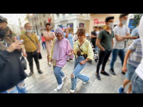 دبكنا بالشارع باسطنبول !!   انحرجت…