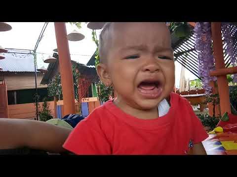 Bayi nangis ambil ketawa lucu banget