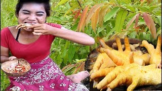 cooking in the forest-grilled chicken claw on a rock and eating delicious-primitive technology