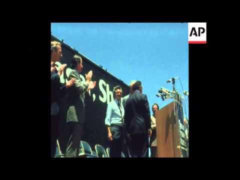 SYND 25 11 75 FORMER AUSTRALIAN PRIME MINISTER GOUGH WHITLAM ADDRESSING A RALLY IN SYDNEY