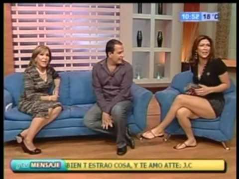 Astrid Perez en Minifalda Piernotas