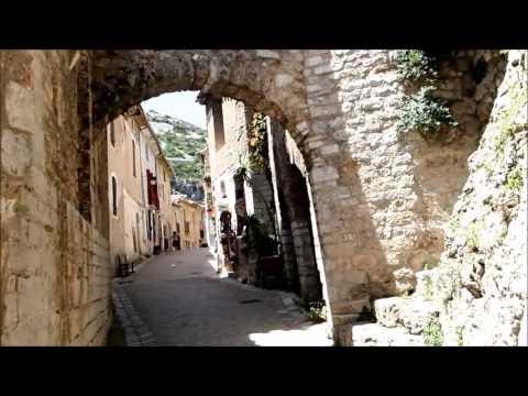 Ballade dans les rues de  St Guilhem le Desert