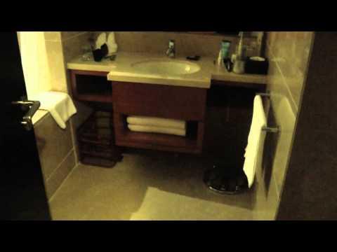 Haidu Grand Hotel, Qingdao China: Standard Room after housekeeping and turndown