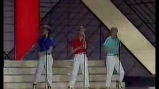 Diggiloo Diggiley (Eurovision Performance)