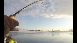 СПИННИНГ в ГЛУХОЗИМЬЕ Москва река зимний спиннинг ДЖИГ Отводной поводок воблеры ночью Рыбалка