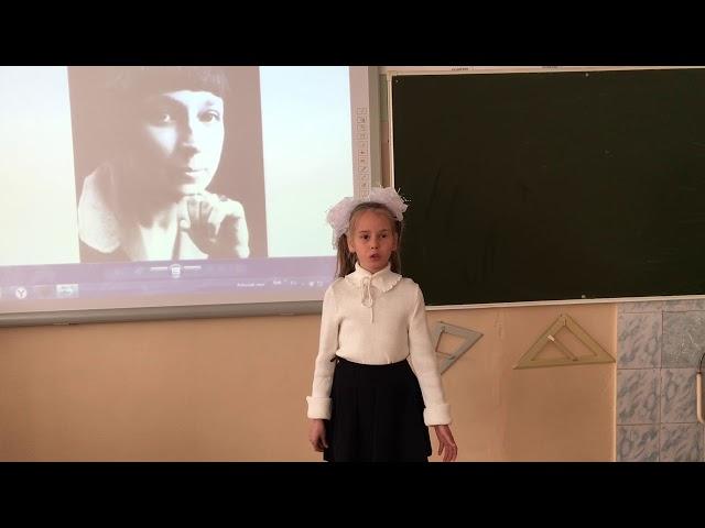 Изображение предпросмотра прочтения – АнгелинаАндреенко читает произведение «В классе» М.И.Цветаевой