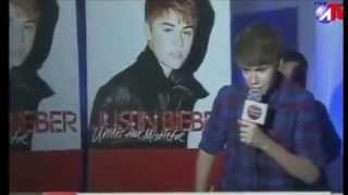 Justin Bieber habla español (2013).