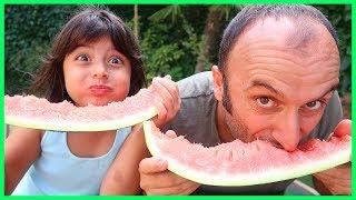 Rüya Babası ile Karpuz Yeme Challenge Yapıyor