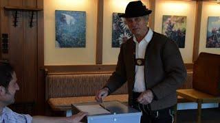 Bavarians head to polls in lederhosen in German election