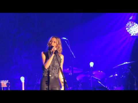 "Jennifer Nettles - ""Stay"" (Live in NH)"