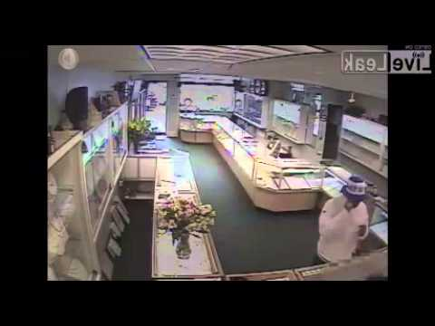 CCTV Captures Thief Run Off With Thousands in Jewelry