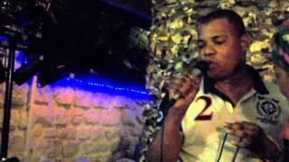 Destin matalana chante Bakake en direct karaoké