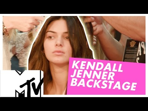 Kendall Jenner Backstage At Victoria's Secret Fashion Show 2016 In Paris With Bella Hadid | MTV