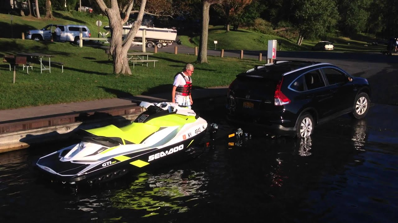 Honda CR-V Pulling JetSki Up Boat Ramp - YouTube