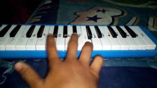 Memainkan lagu titanic menggunakan pianika