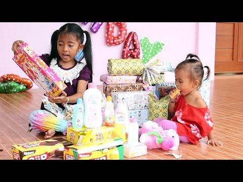 Buka Kado Ulang Tahun Bayi Lucu Shanti Ke 2 - Open Birthday Presents